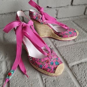 Betseyville Betsey Johnson wedge sz 10 pnk floral